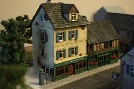 Cafe de Normandie und Fachwerkhaus